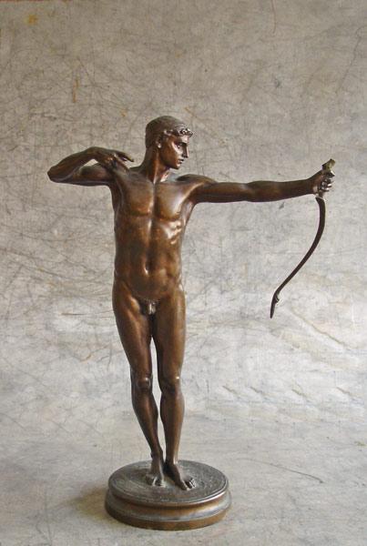 La sculpture d'Hamo Thornycroft avant restauration