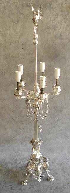 Le chandelier est remonté et réelectrifié manque les fausses bougies