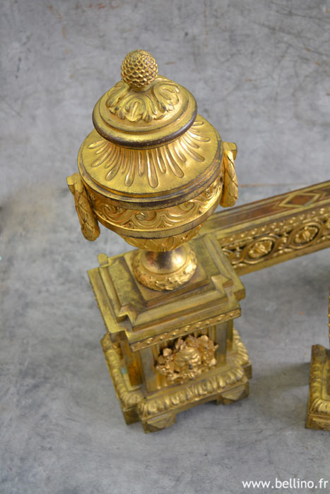 detail d'une cassolette en bronze