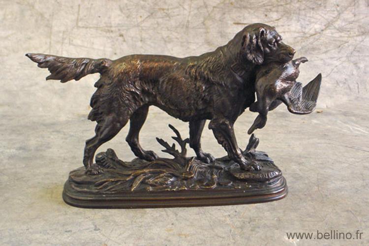 """La sculpture """"chien ramenant un canard"""" après réparation"""