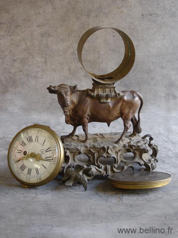 pendule au taureau en bronze