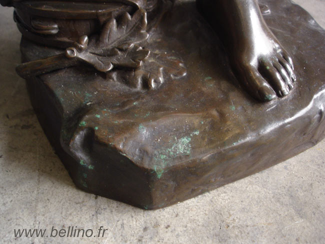socle du bronze avant restauration