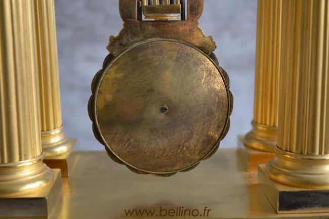 L'arrière du balancier de la pendule en bronze doré avant restauration
