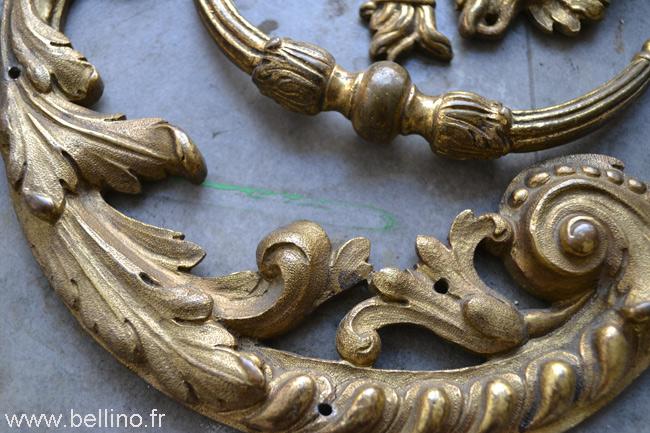 Etat de la dorure des bronzes du bureau Boulle avant restauration