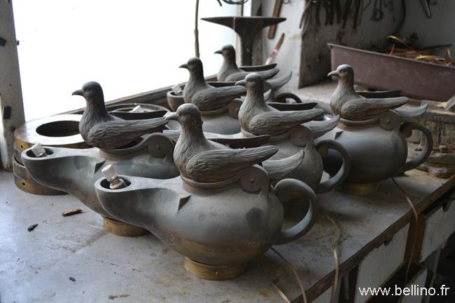 Vue des lampes aux colombes avant polissage