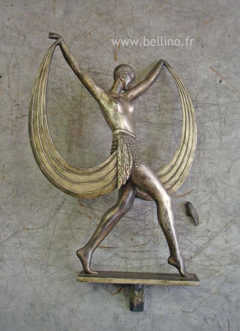 La sculpture en régule avant reparation