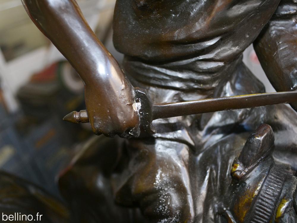 Tâche sur le bronze